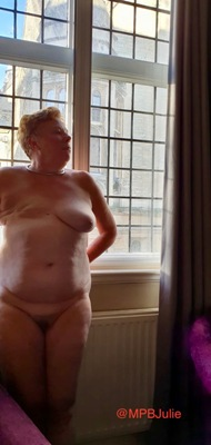 nude woman with one side mastectomy scar on her cheast